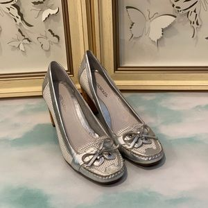 NWOT Aerosoles White/Silver Leather Shoes - 6.5
